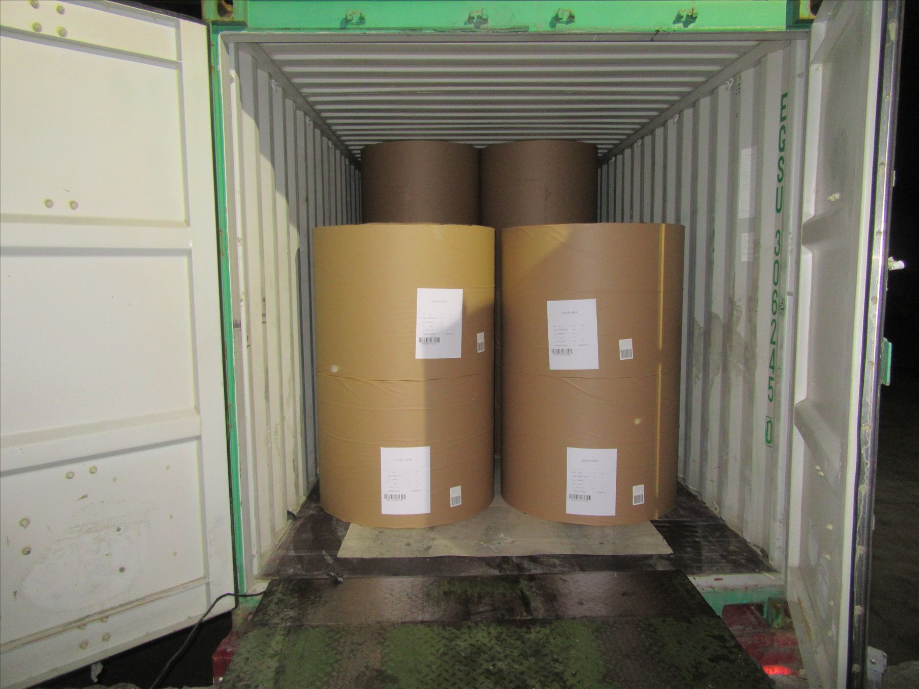 PROFESSIONAL LOADING SKILL TO LOAD PAPER ROLL INTO CONTAINER