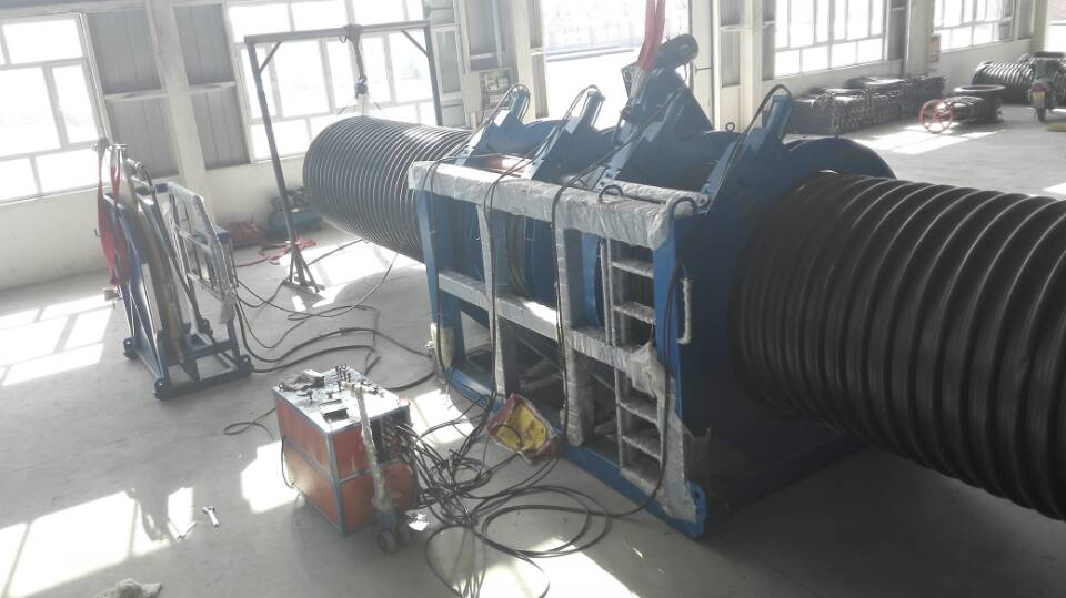 Machine for welding corrugated pipe