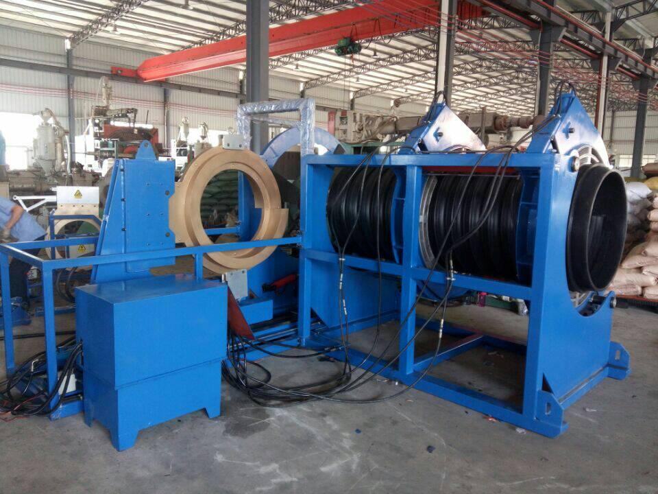 Machine for welding corrugated pipe