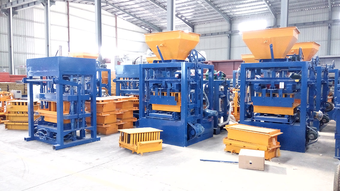 QT4-24 semi automatic concrete block making machinery