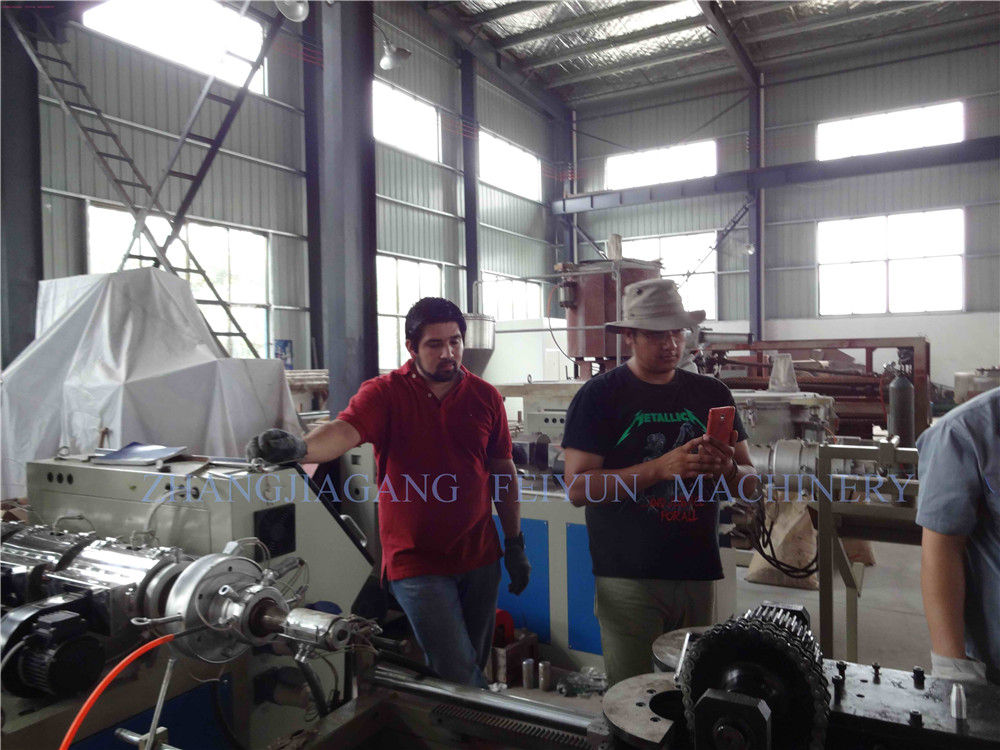 Warmly Welcome Mexico Merchants to Visit our Factory