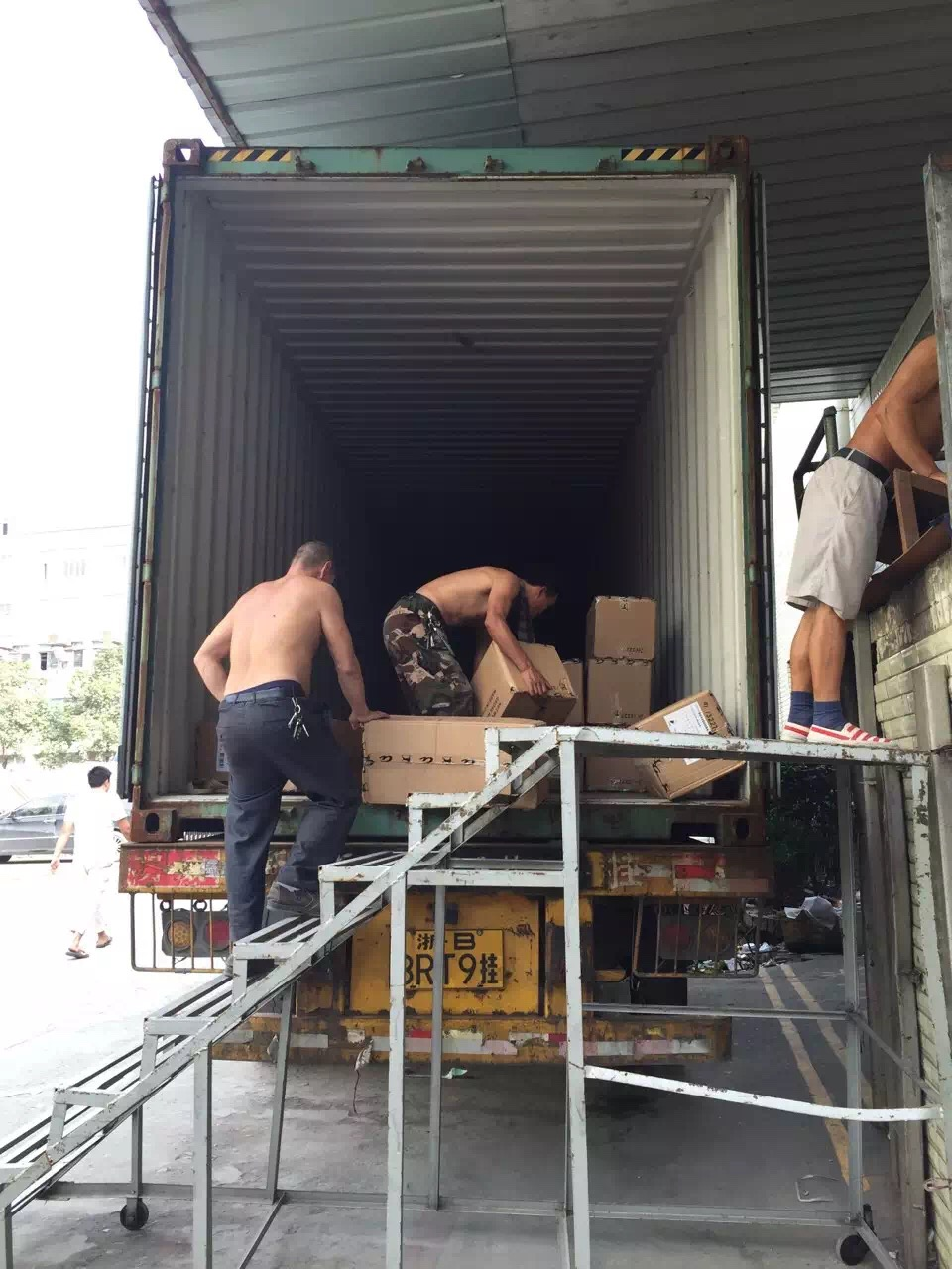 shoes loading container