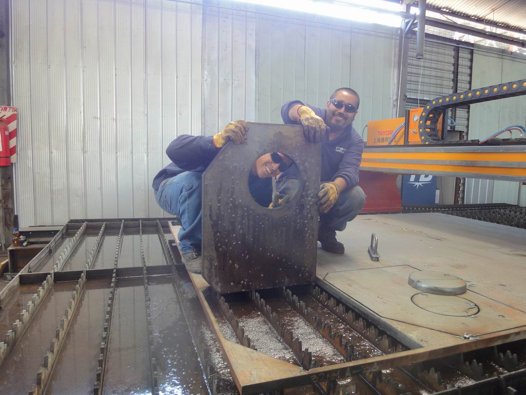 High Definition CNC Plasma and Flame Cutting Machine to Chile Customer