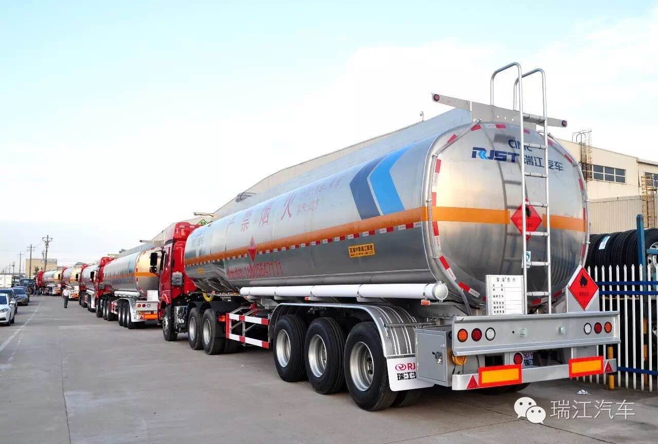 CIMC Ruijiang Liquid Tanks Batch Delivery