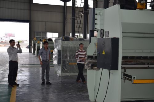CLIENT FROM RUSSIA KANZA CHECKING THE PRSS BRAKE CNC