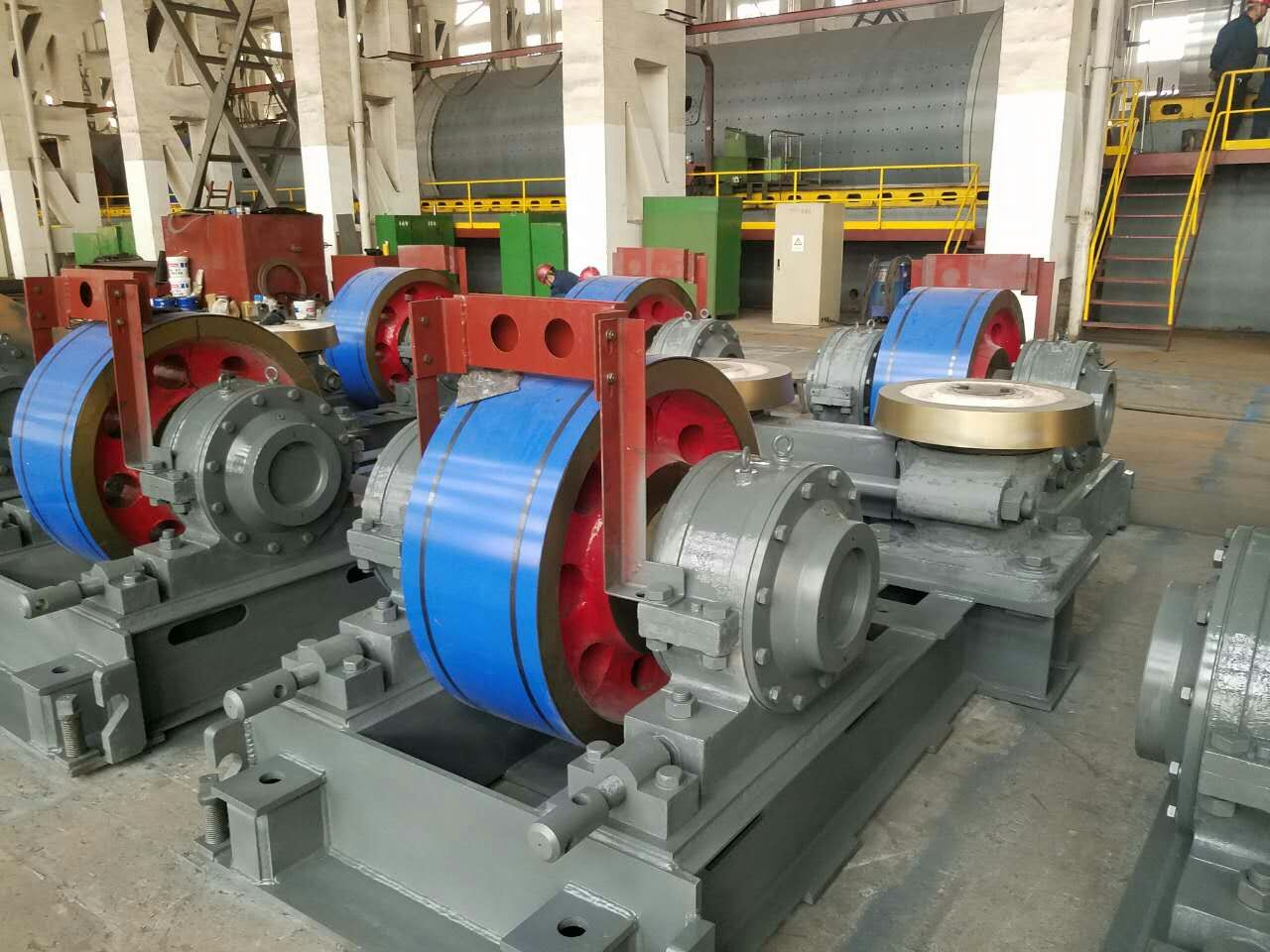 Roller for kiln and mill