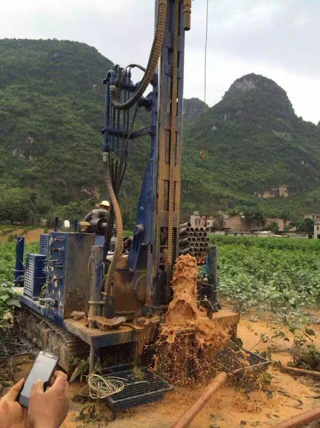 Working with water well drilling rig