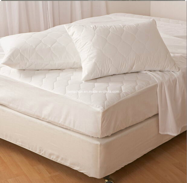 Hotel and hospital quilted mattress protector