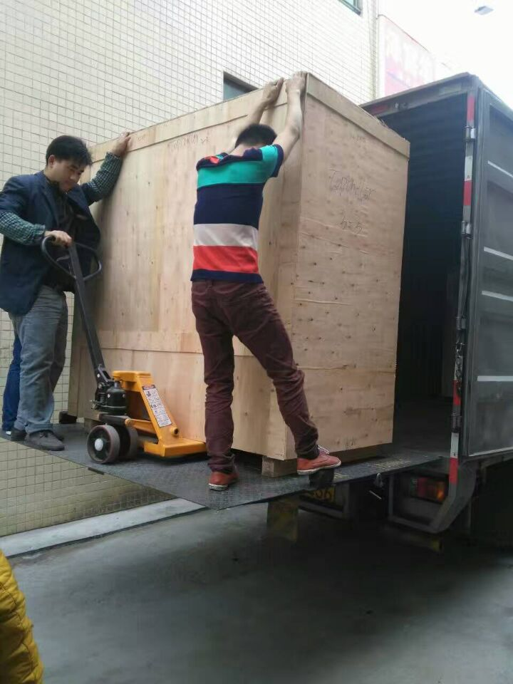 4 air cooled chillers units ready ship to Chile South America