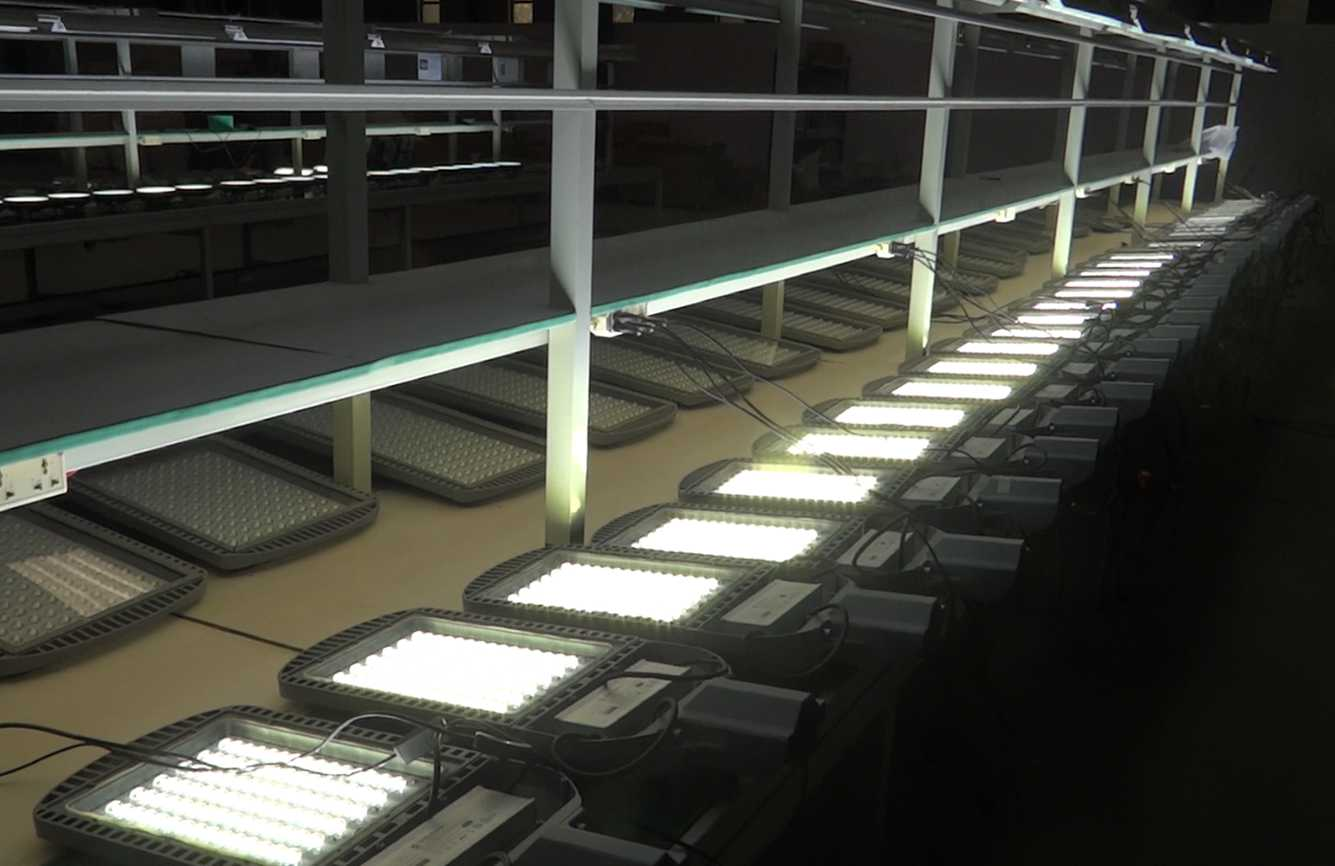 LED street light aging