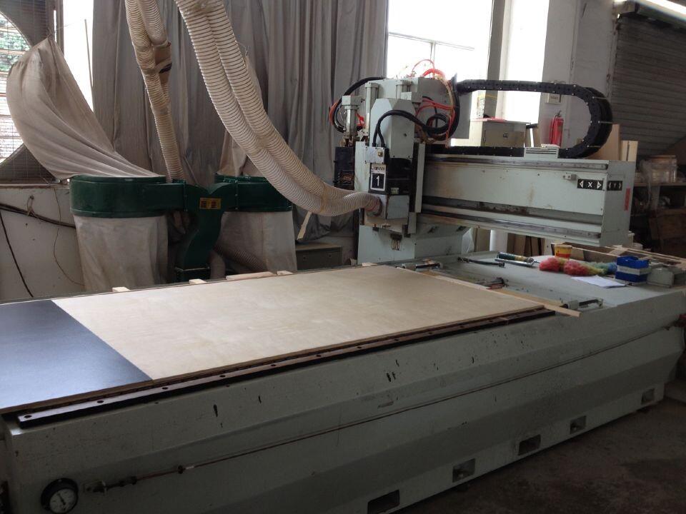 Machine for cutting kitchen cabinets board