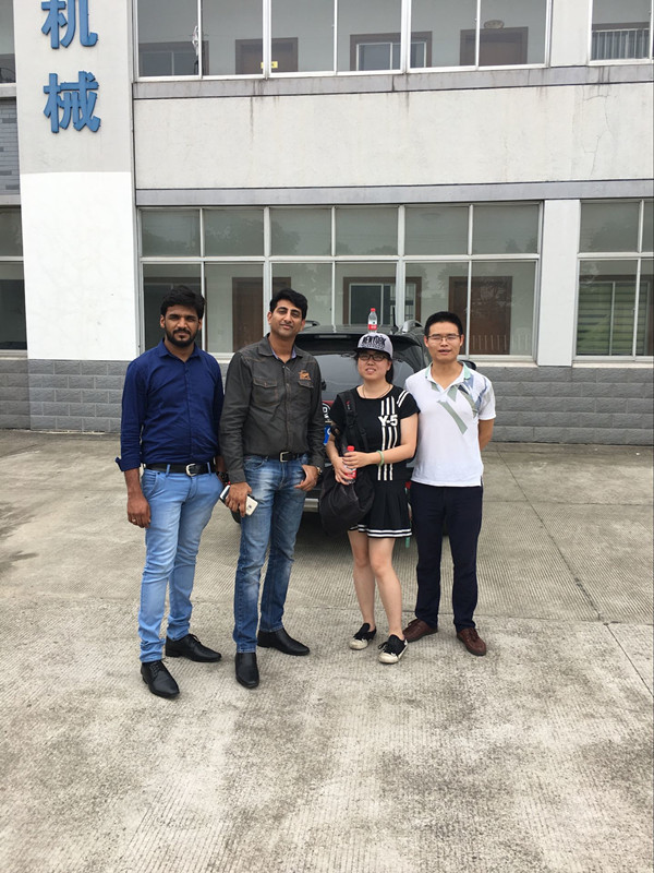 Welcome foreign customer to visit our company