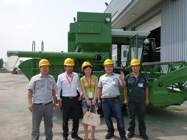 Customer from Colimbia came to inspect the rice harvesters
