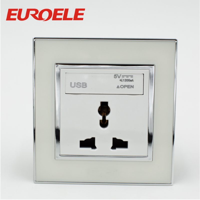 Universal type wall socket with USB