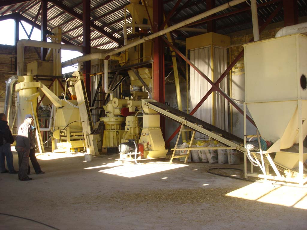 Bulgarian conrn straw pellet making line