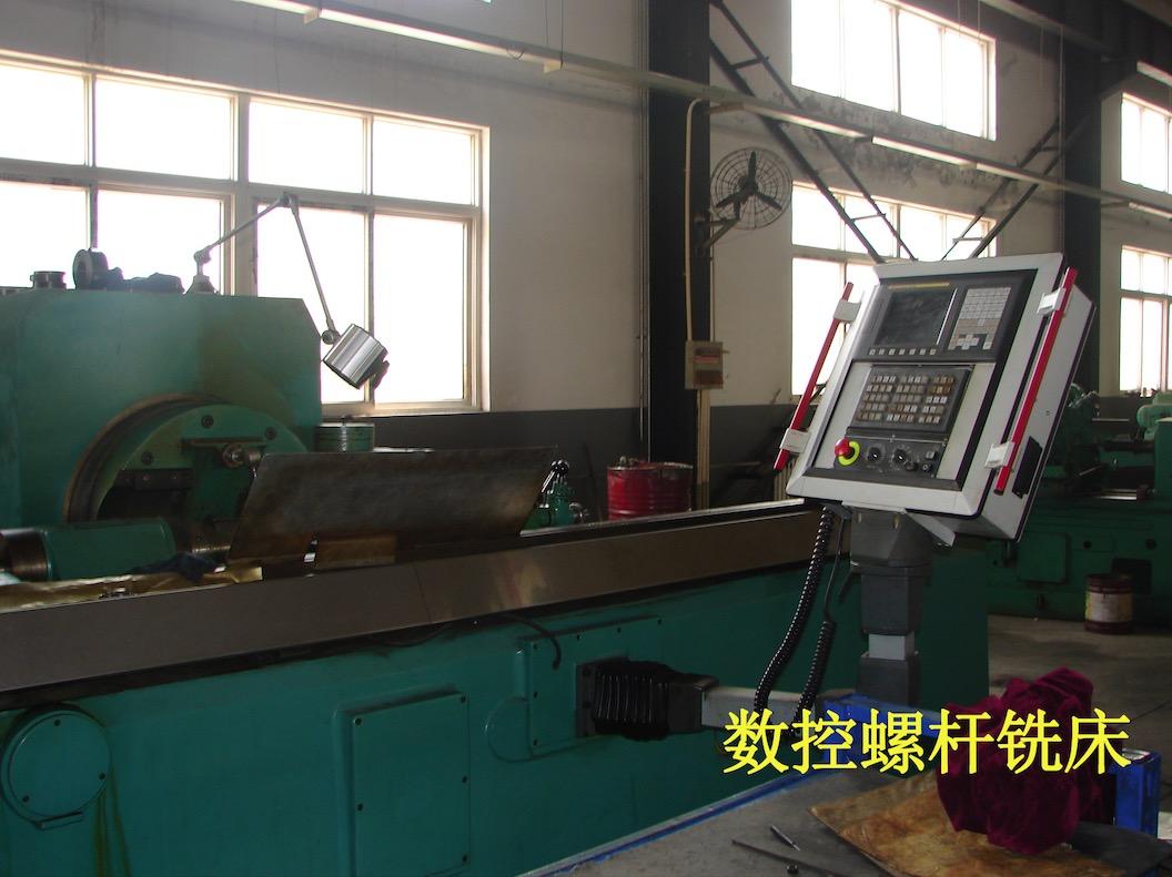 Screw milling machine