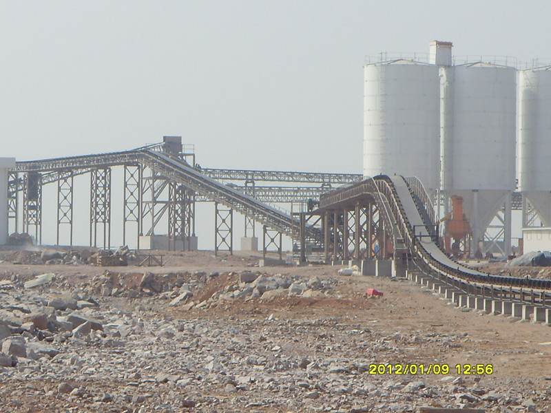 Belt conveyor for sand & stone transfer