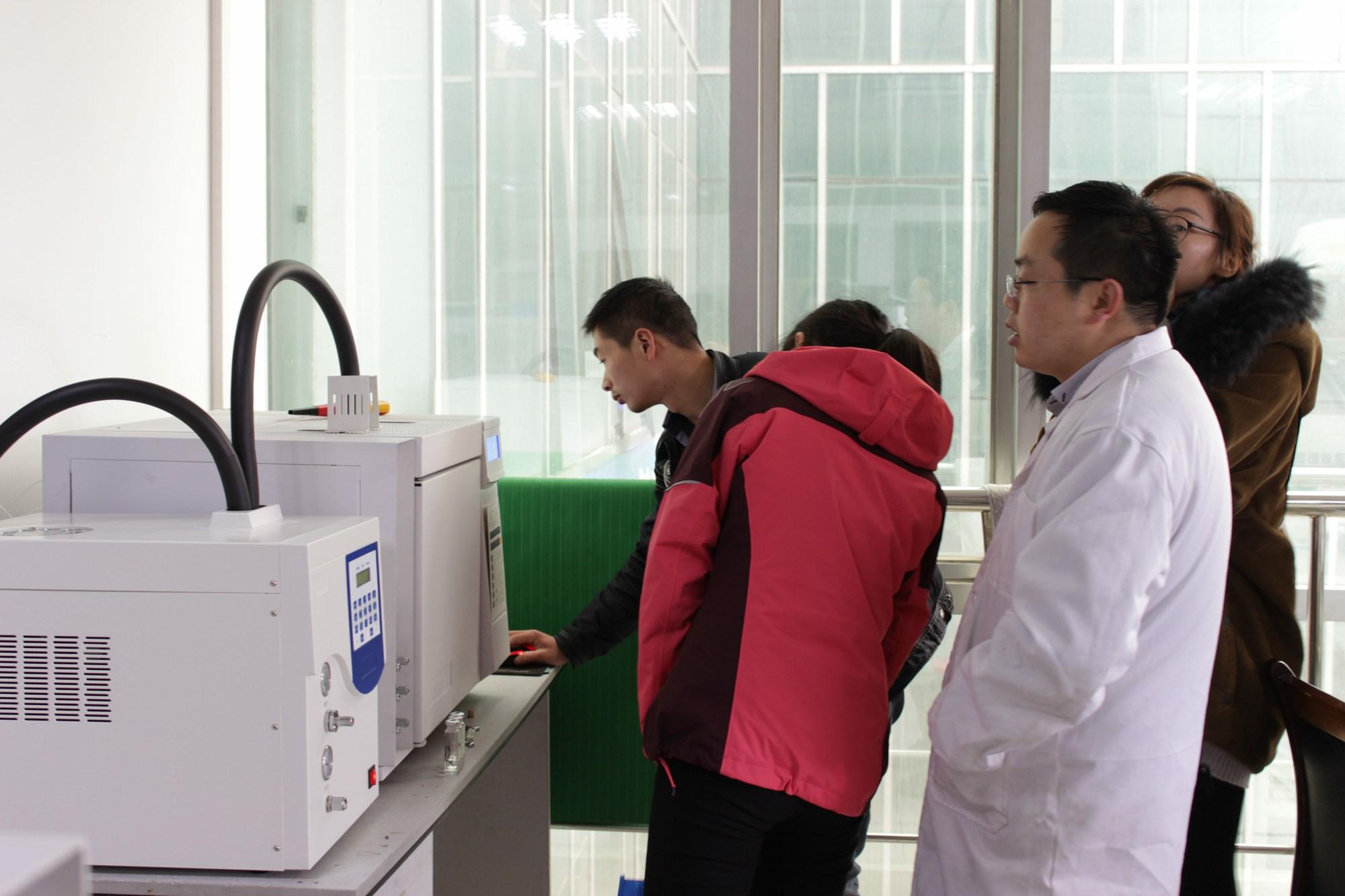 Client Visit the Gas Chromatograph Factory