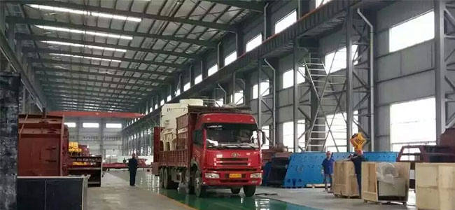 Zhongxin Heavy Industry VSI Sand Making Machine Send to The Limestone Production Line