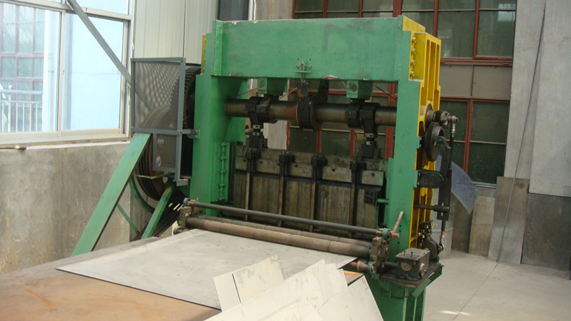 Machine which used to pull the Titanium Mesh