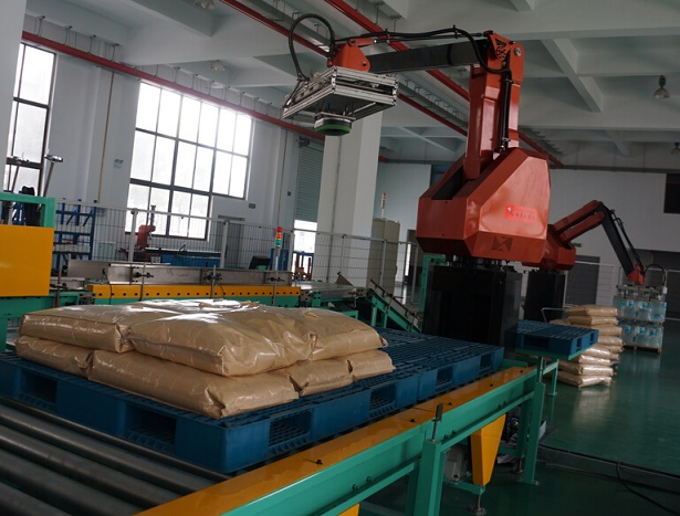 palletizing robot test before shipment