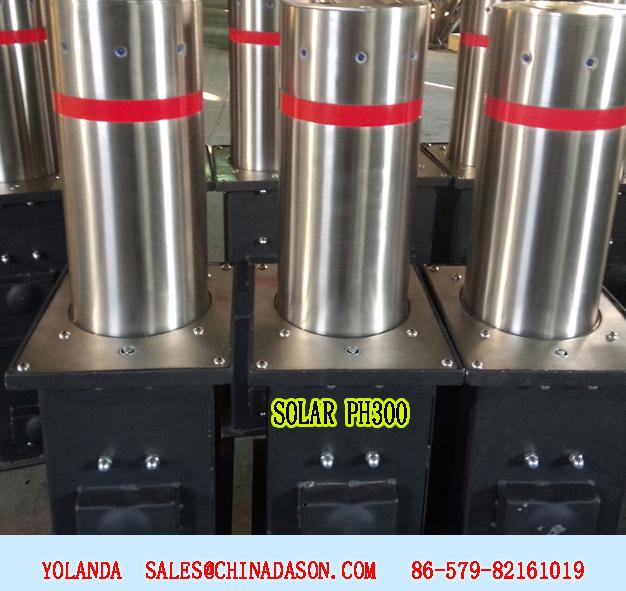 Semi-automatic bollard with solar flashing lights