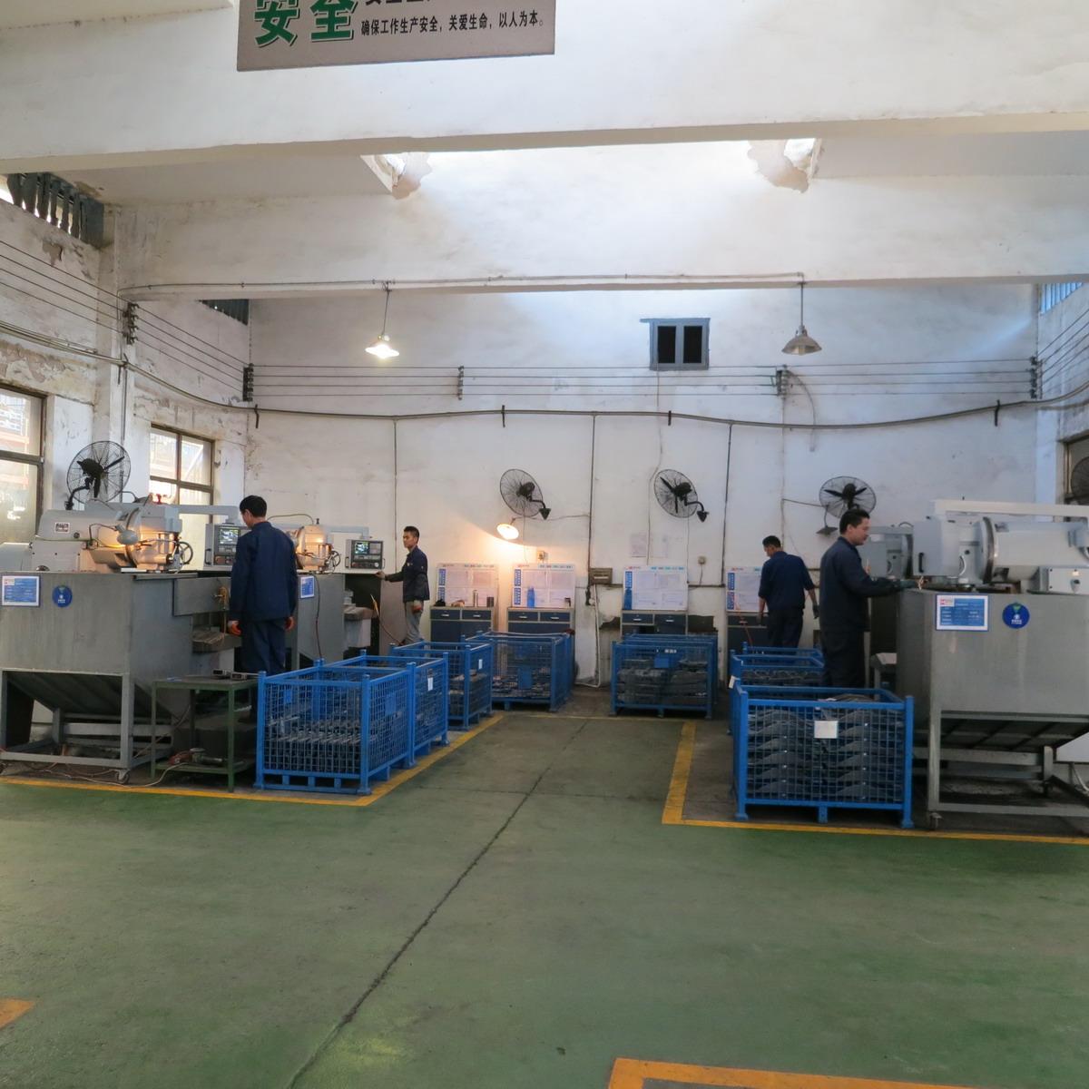 10 Our Core equipment--CNC milling machine