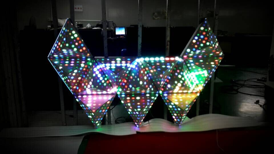 Alsonled Triangle LED display