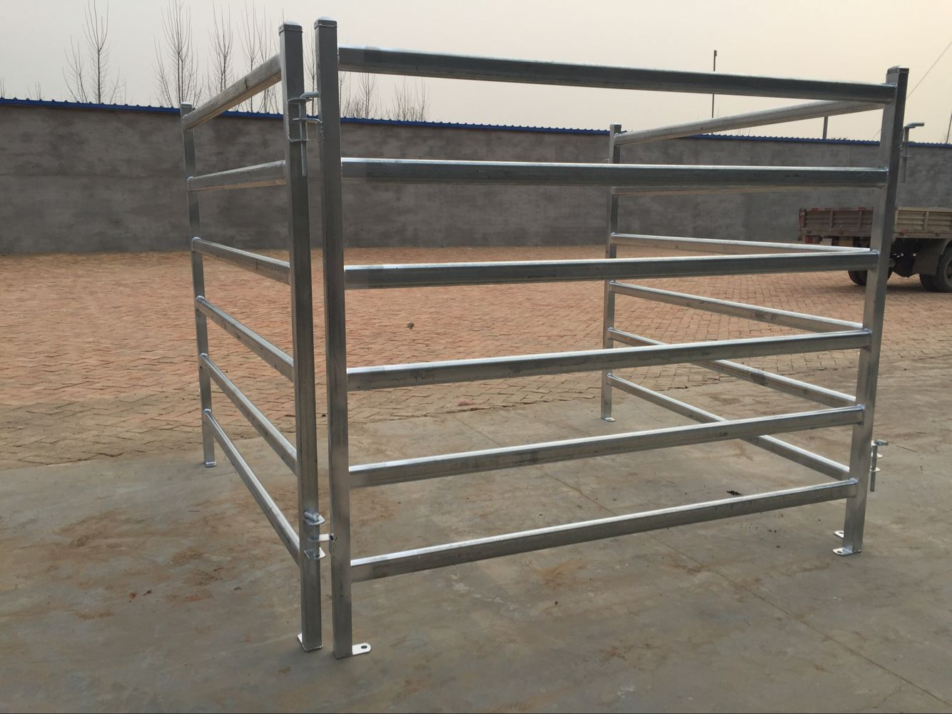 6 bar oval galvanized cattle fence