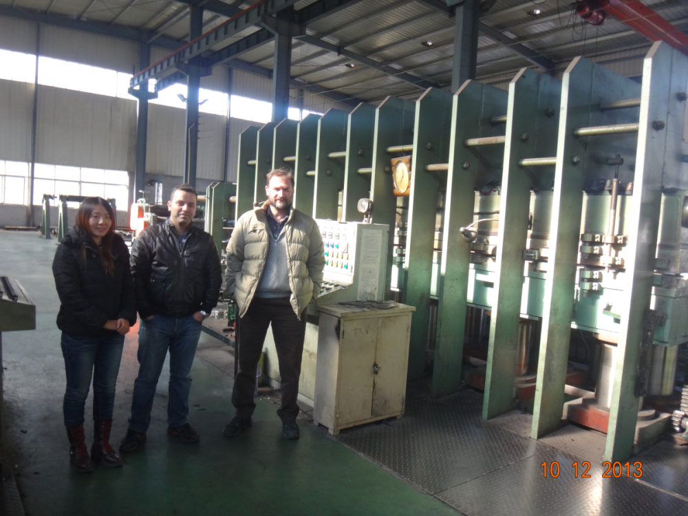 Iran Customer for Fram Vulcanizer Press Machine