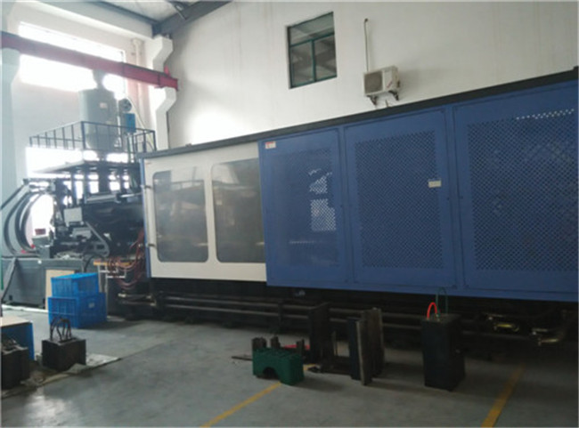 750T INJECTION MACHINE