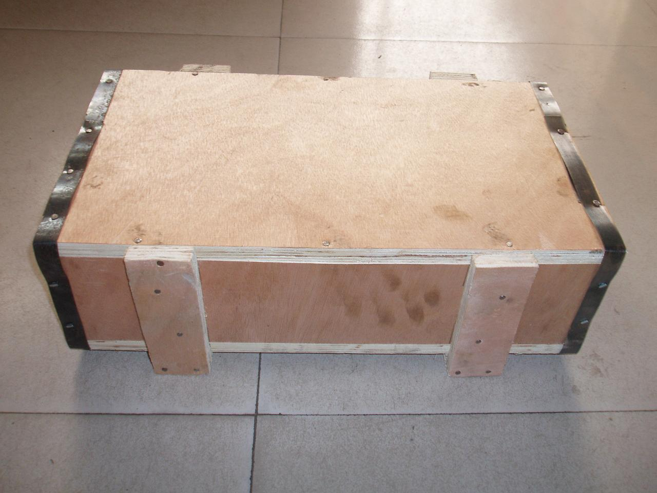 small wooden box for thin section bearing