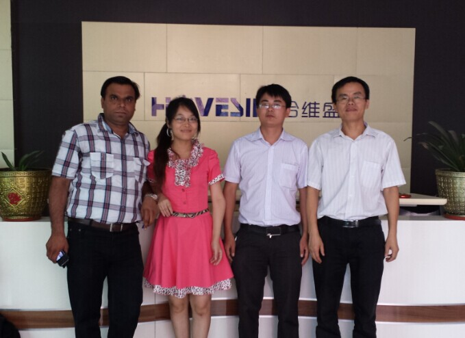 group photo with DAE customer
