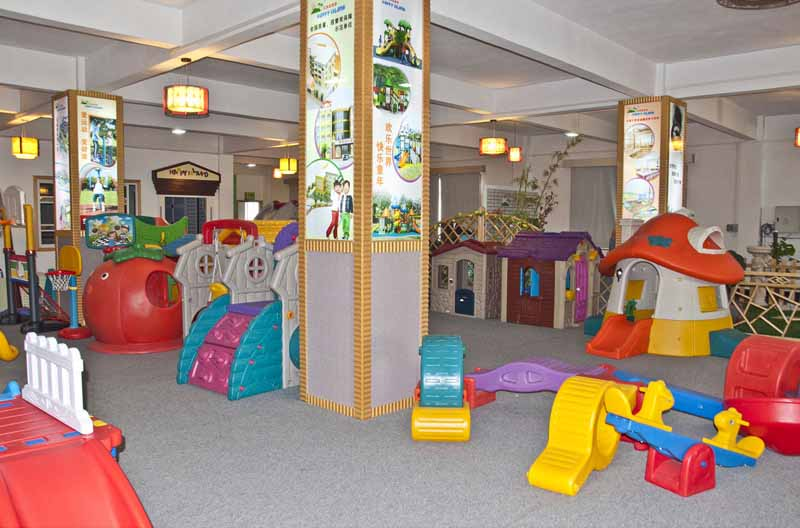 WSCT And CE Factory Preschool Equipment Kids Tables And Chairs Showroom