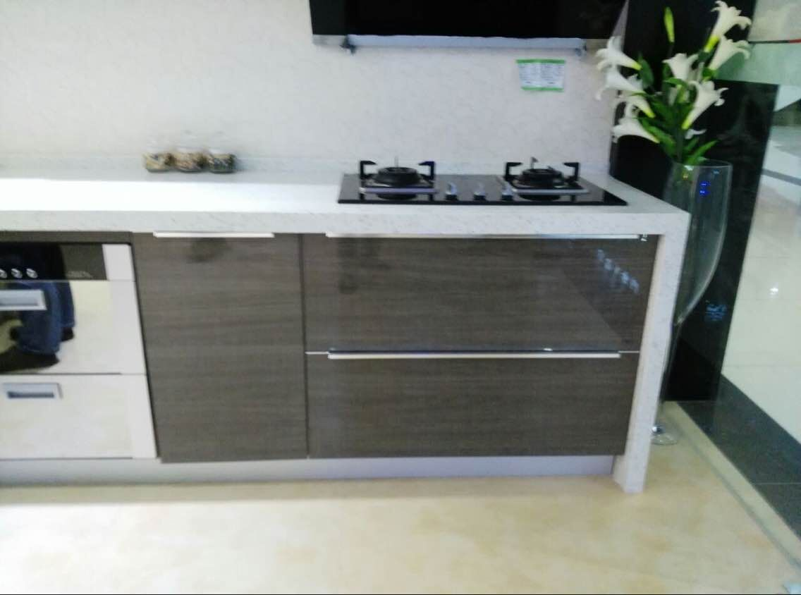 China Acrylic high gloss kitchen cabinets supplier