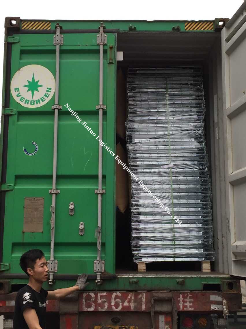 Loading of wire mesh decking