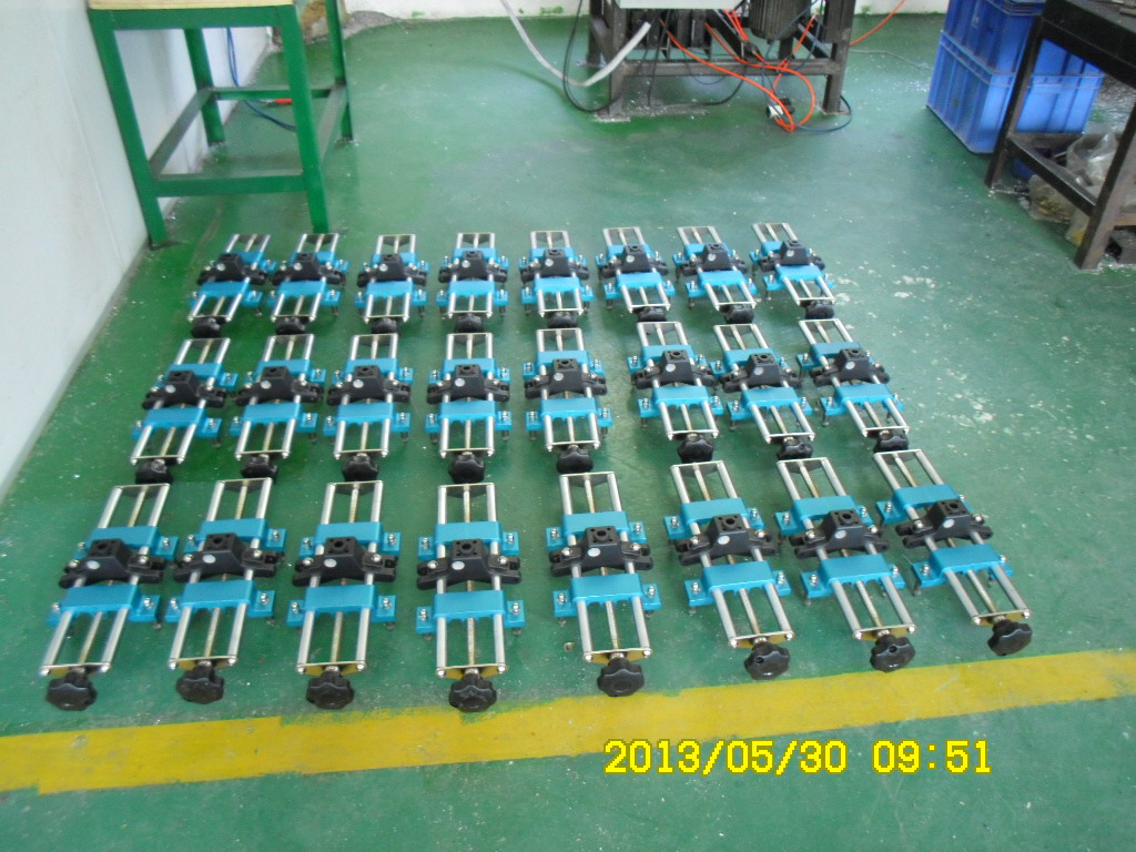 New big truck vehicle wheel alignment clamp making