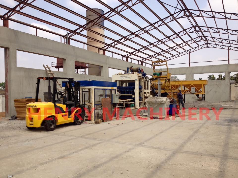 QT10-15 automatic concrete block moulding machine in Nigeria