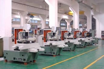 Molybdenum wire cut machine assemble workshop1