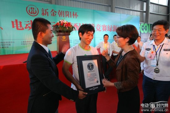Luyuan Staff Challenges the Guinness Record of E-scooter Assembly Skill