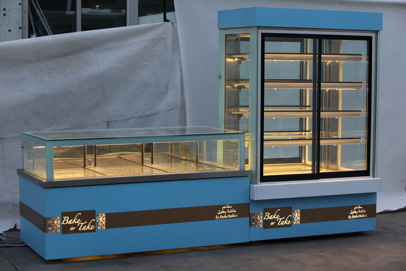 customized chocolate showcase and cake showcase