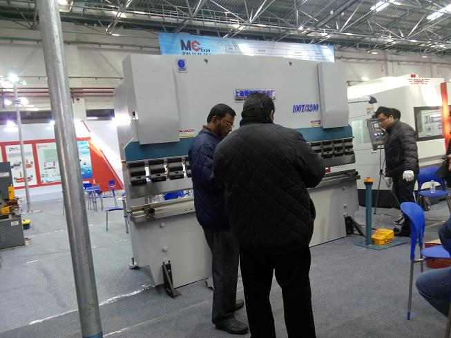Customer from Sril Lanka Inspect machine