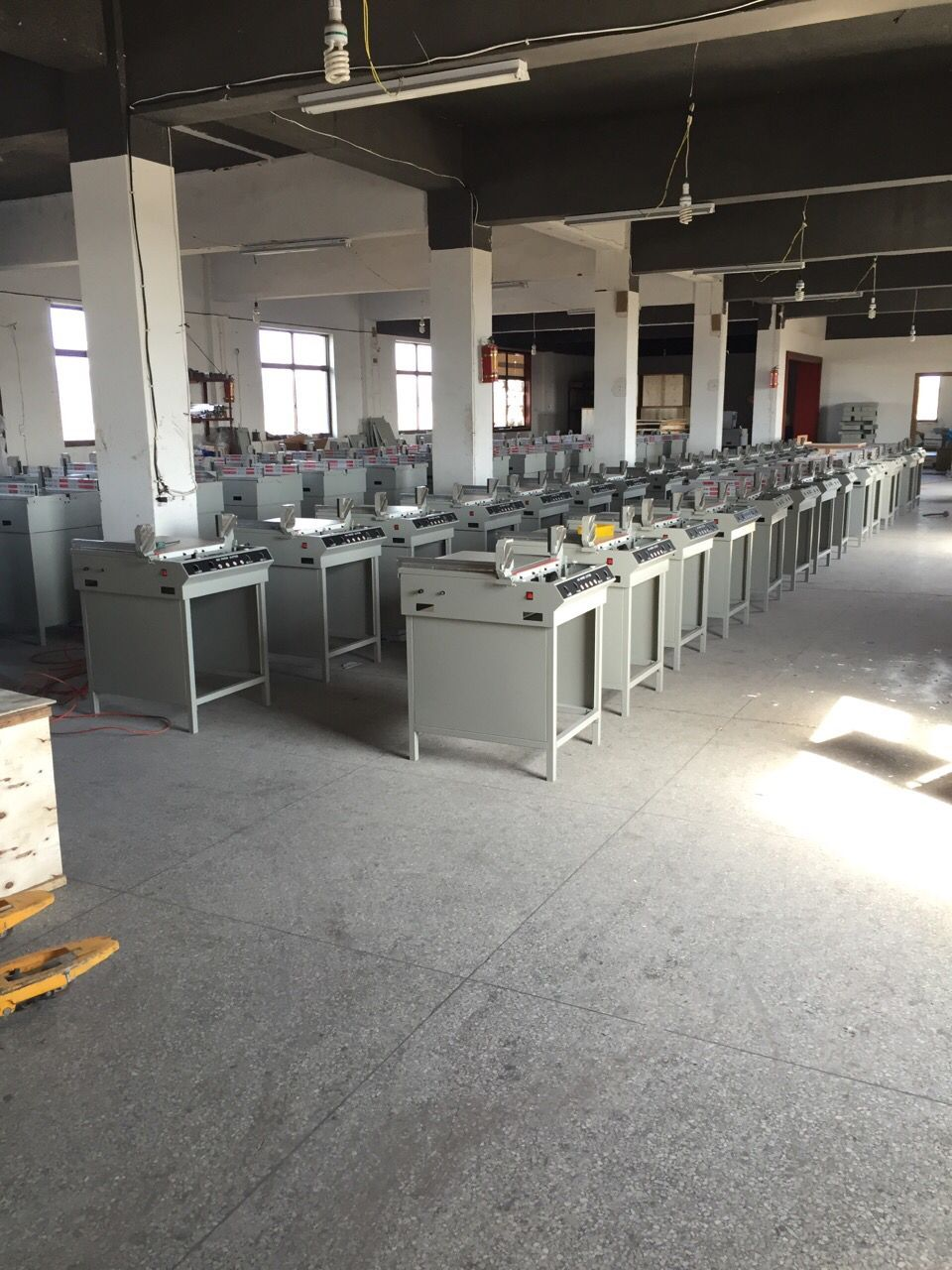 Warehouse for paper cutter