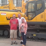 Customers Visiting-Excavator