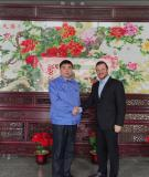 General manager Yang Riping with customer in Heijingang office