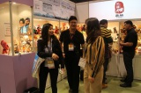 Introduce products to clients at Canton Fair