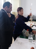 The India customer visit the factory to test the samples