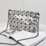 Silver Chains PU Rhombic Geometric Women′s Hand Bag