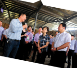 The DONGFANG group visit and emulate other company accompany the Stadholder MS. Xu