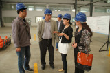 foreign friends visit our workshop and talk about the product